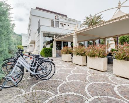 The grounds of the Best Western Hotel Rocca 4 stars with bikes available for guests