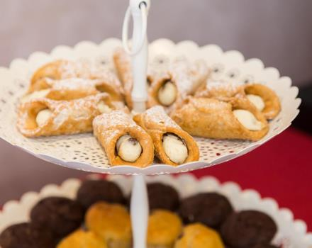 Sweet and savory products in the breakfast buffet of the Best Western Hotel Rocca